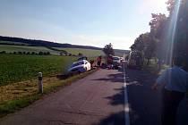 Po srážce s autem skončili dva motorkáři v nemocnici.