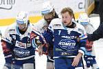 Brno 29.11.2020 - domácí Kometa v modrém (zraněný Tomáš Bartejs) proti hostům z Liberce