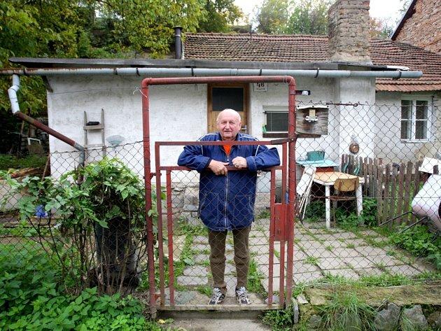 Kolonie Písečník vznikla uprostřed bývalého lomu v brněnských Husovicích. Do dnešní doby si území zachovává vesnický charakter, i když leží poblíž panelových domů. Magistrát teď připravuje prodej pozemků tamním obyvatelům.