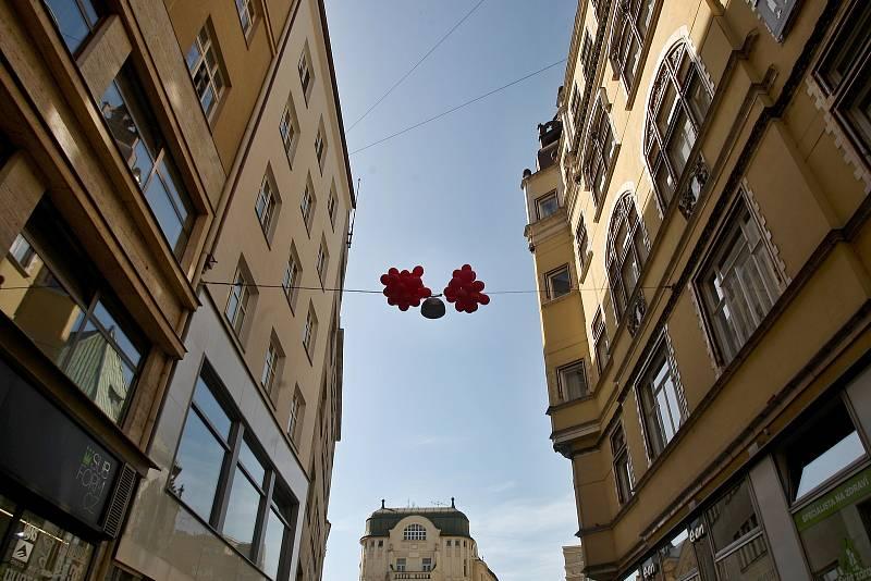 Na festival v minulých letech lákala i socha u Jošta na Moravském náměstí.