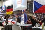 Brněnské hospody zaplnili hokejoví fanoušci.
