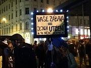 Cirkusy se zvířaty v Brně nechceme. I takto skandovali lidé ve středu večer na protestních pochodu centrem města, který začal na náměstí Svobody.