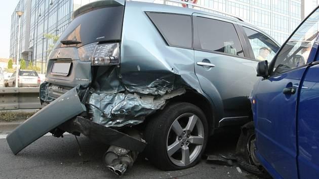 Pondělní ranní špičku zkomplikovala nehoda pěti aut, která se stala v Heršpické ulici nedaleko budovy Justičního areálu.