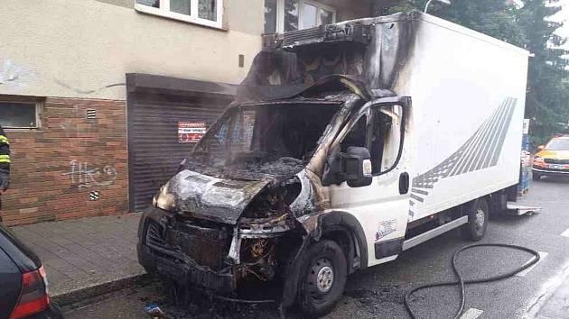 K požáru v brněnské Purkyňově ulici vyjížděli hasiči v pondělí krátce po šesté ráno.
