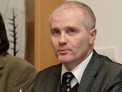 Na zasedání zastupitelstva v Tuřanech to vřelo. Opozice chtěla odvolat starostu.