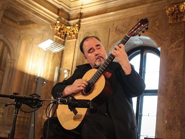 Koncert kanadského kytaristy Patricka Kearneyho na Nové radnici v Brně.