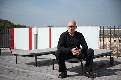 Novým šéfdirigentem a umělecký ředitelem Filharmonie Brno pro příští čtyři roky je Dennis Russell Davies. Foto: Jolana Halalová