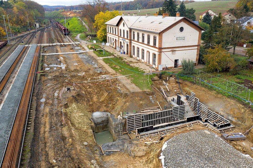 Elektrifikace trati mezi Brnem a Zastávkou. Listopad 2020.