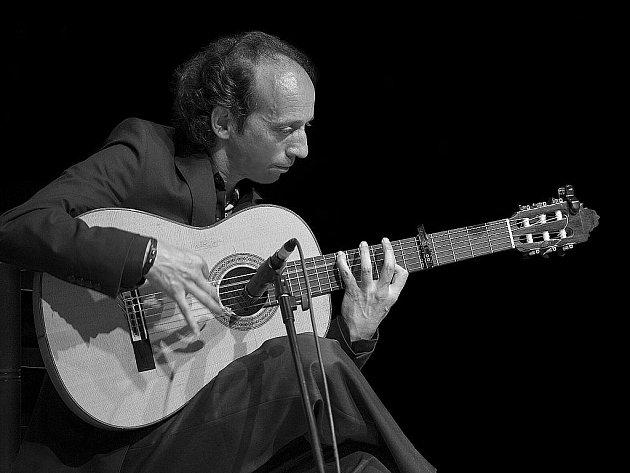 Jeden z nejuznávanějších flamenkových kytaristů Emilio Maya.
