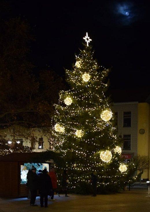Vánoční strom v Hodoníně.