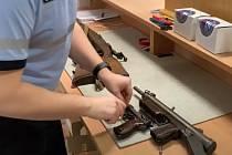 Už jen do konce července mohou lidé beztrestně odevzdat nelegálně držené střelné zbraně, střelivo, munici a výbušniny v rámci zbraňové amnestie.