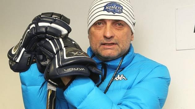 Trenér Komety Vladimír Kýhos.