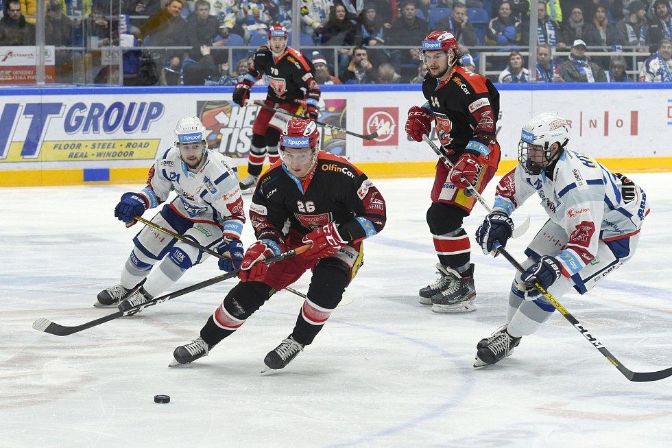 Brno 18.2.2020 - domácí HC Kometa Brno (Jakub Brabenec a Vojtěch Střondala) v bílém proti Mountfield Hradec Králové (Aleš Jergl)