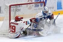 Brno 13.12.2020 - domácí HC Kometa Brno (Peter Mueller) v modrém proti HC Oceláři Třinec-Brno