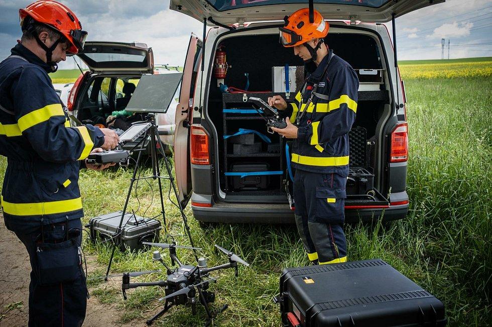 U rozsáhlých požárů lesních porostů i v nepřístupném terénu pomůže jihomoravským hasičům nový dron.