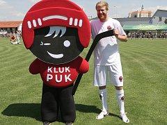 Znovu po roce se sjedou hokejisté NHL a další známé osobnosti do Mikulova na Břeclavsku, aby pomohli dobré věci. Hokejový útočník Jakub Voráček totiž pořádá třetí ročník charitativní akce Hokejky pro Kluka Puka.