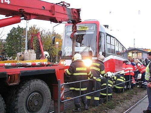 Nehoda na brněnské tramvajové zastávce Stará osada.