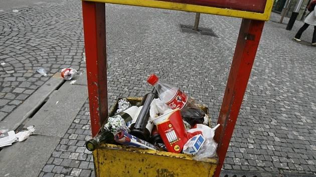 Odpadkový koš na zastávce - ilustrační