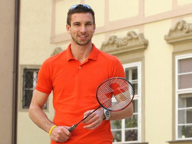 Badmintonista Petr Koukal přivede české sportovce na slavnostní zahájení letních olympijských her v Londýně s vlajkou v ruce.
