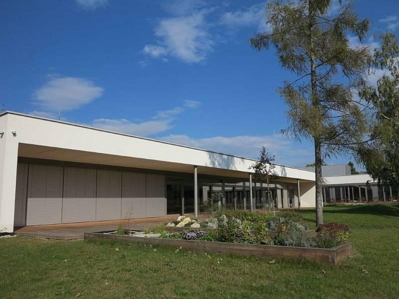 V pátek slavnostně otevřeli pavilon přírodních věd základní školy v Židlochovicích.