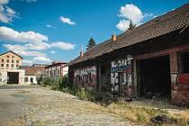 Bývalý areál technických služeb ve Vlhké ulici je teď útočiště sprejerů, bezdomovců a narkomanů.