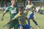 Bystrčtí fotbalisté (v zeleném) remizovali v utkání třetího divizního kola s Břeclaví 1:1