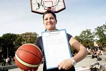 Brno Mezinárodní pokus o rekord v hodu na koš YMCA