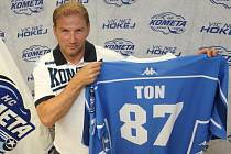 Nejproduktivnější hráč uplynulého ročníku hokejové extraligy Petr Ton bude v příští sezoně hráčem Komety Brno