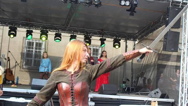 Šerm,  tanec i představení kata čekalo na návštěvníky Dolních Kounic  při již dvacátých městských slavnostech.
