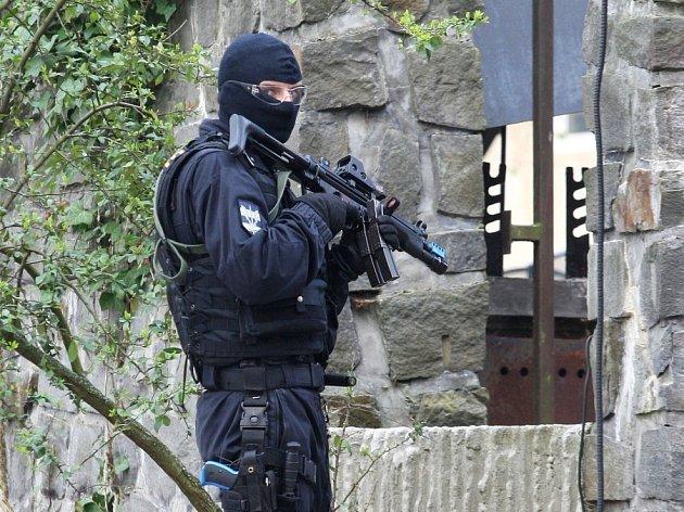 Středoškoláky ze zdravotnických škol přepadl na kurzu v hotelu ozbrojený muž. Šlo však o cvičení, které pro ně připravili záchranáři