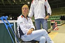 Zraněná tenistka Petra Kvitová a kapitán českého týmu Petr Pála v Rondu.