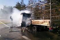 Požár zkomplikoval provoz na dálnici D1.