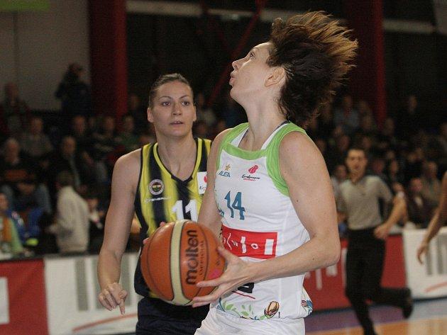 Basketbalistky brněnského Imosu podlehly Fenerbahce o osm bodů.