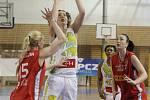 Jediné vítězství dělí basketbalistky KP Brno od zisku bronzových medailí v nejvyšší domácí soutěži. Svěřenky trenéra Mariana Svobody v sobotu porazily Nymburk 70:63 a v sérii o třetí místo se ujaly vedení 2:1 na zápasy.