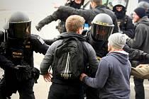 Tréninku Speciálních pořádkových jednotek se v úterý účastní více než čtyři sta policistů.