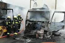 Na dálnici D1 hořel kamion. Škoda je milion a půl.