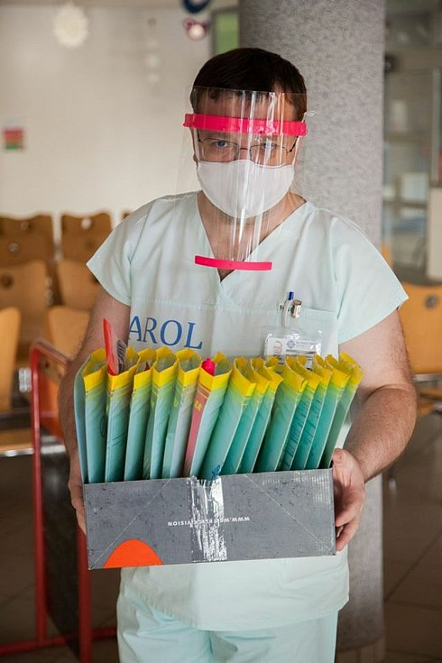 Praktičtí lékaři při práci.