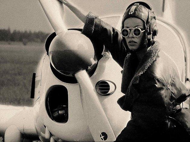 AVION. Fotografii s názvem Avion vytvořil Robert Vano v Praze roku 1992 platinovým tiskem, který zaručuje dlouho životnost.