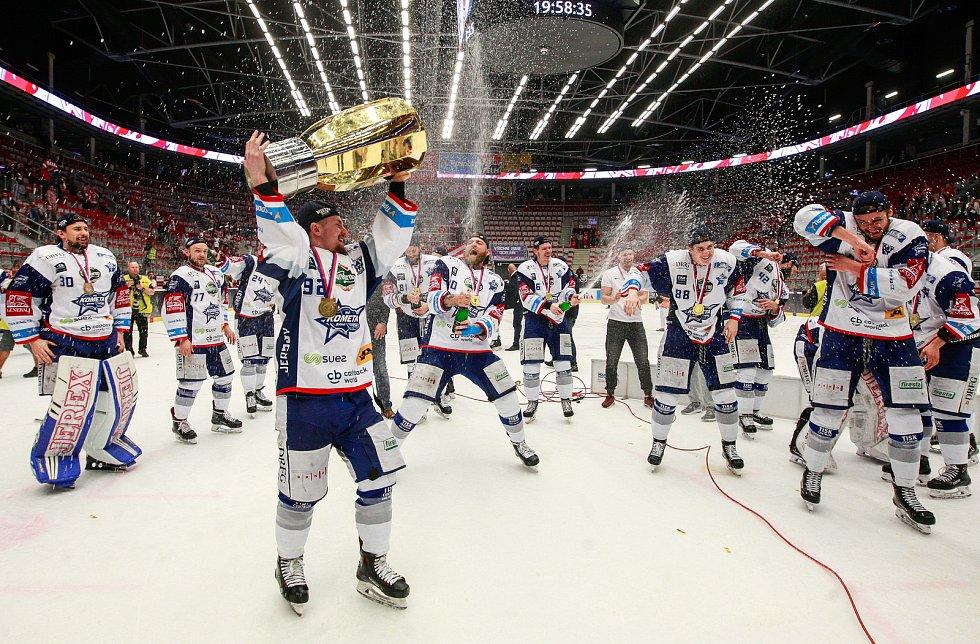 Brněnská Kometa obhájila titul mistra, zvítězila nad Oceláři 4:1.