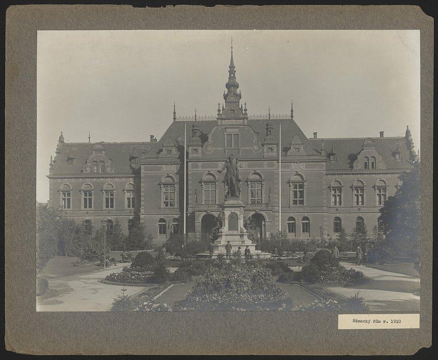 Německý dům stál na dnešním Moravském náměstí v Brně.