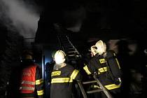Požár chaty v Říčanech.