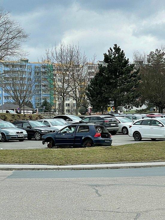 Autovrak v Brně, parkoviště v Rerychově v Bystrci.