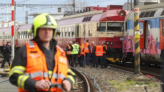 Loni zavinil srážku vlaků v Brně. Strojvedoucí může dál řídit, rozhodl soud