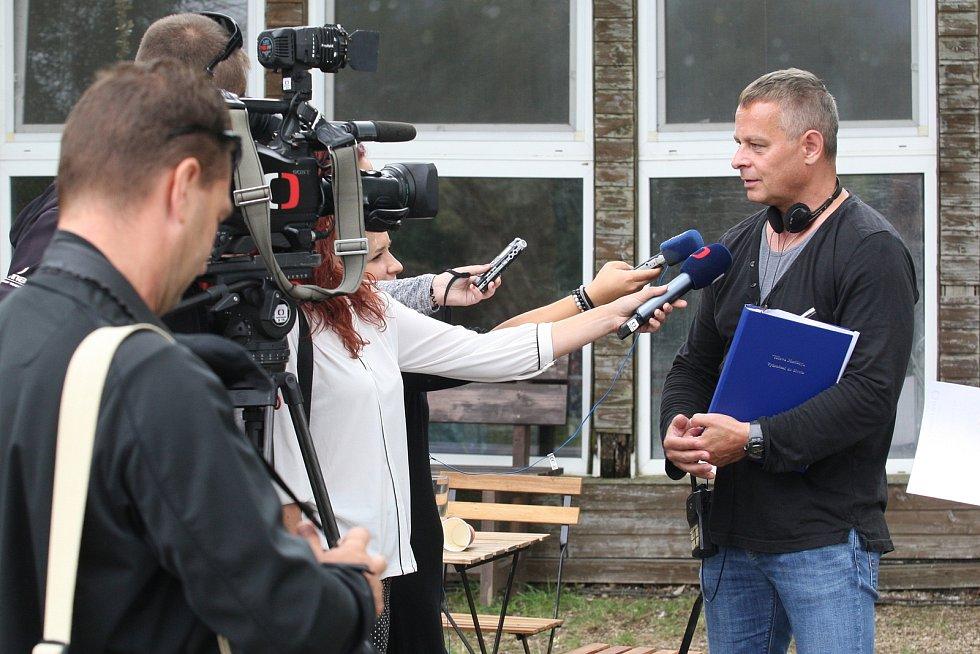 Natáčení seriálu Hlava Medúzy.
