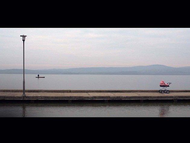Mléčná dráha. Snímek bez dialogů maďarského režiséra Benedeka Fliegaufa
