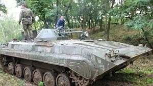 Prohlídka bývalé tajné vojenské základny Horákov: místo raket létalo bahno