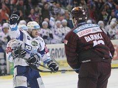 Hokejisté brněnské Komety vyřadili ve čtvrtfinále play-off extraligy rivala pražskou Spartu v pouhých čtyřech zápasech.