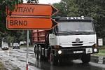 V pondělí začala poslední etapa oprav průtahu městem. Úplně uzavřené tentokrát zůstanou dvě z hlavních ulic, po nichž vedou hlavní dopravní tahy.