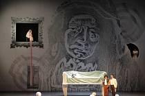 Nejnovější operní premiéra brněnského Národního divadla Maria di Rohan trpí vnitřní rozpolceností.
