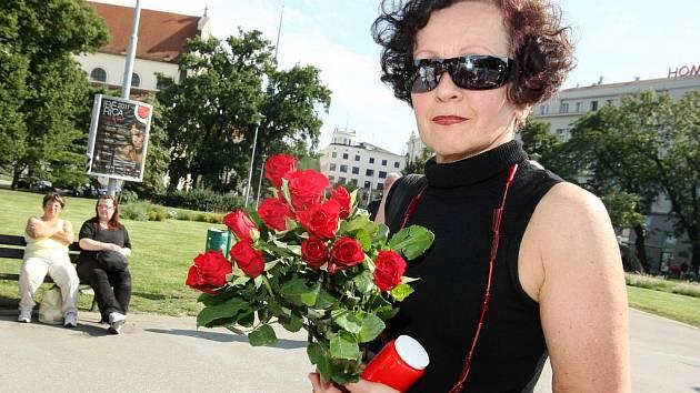Brňané se rozloučili se zesnulou spisovatelkou Simonou Monyovou.